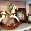 Soška Húpací koník s hnedým macíkom na sedle - 298253 - 050TRE